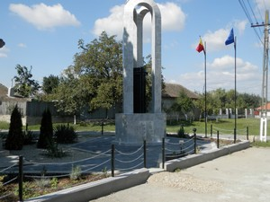 monumentul-eroilor-homorog-3-1024x768
